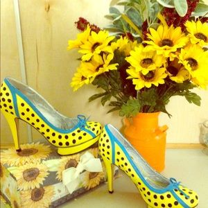 Adorable Dollhouse polka dot pumps!  ❤❤
